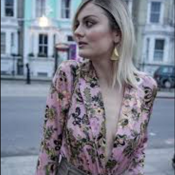 Zara Tops - ZARA STUNNING FLORAL BODYSUIT   Gorgeous colors